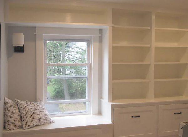 Встроенный шкаф вокруг окна
