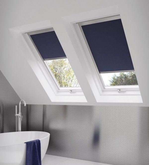 Ванная комната с мансардными окнами