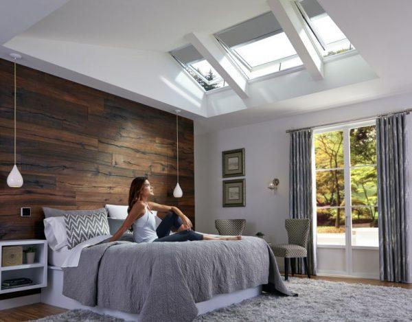Спальня с мансардными окнами