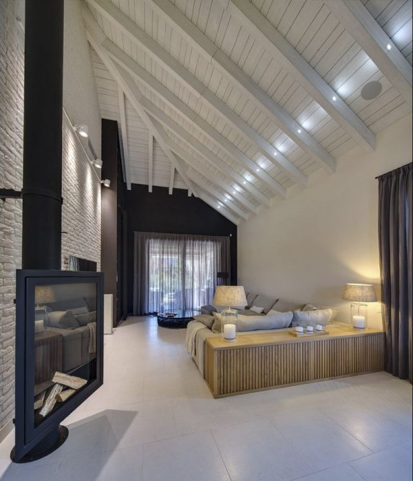 Комната с мансардным окном