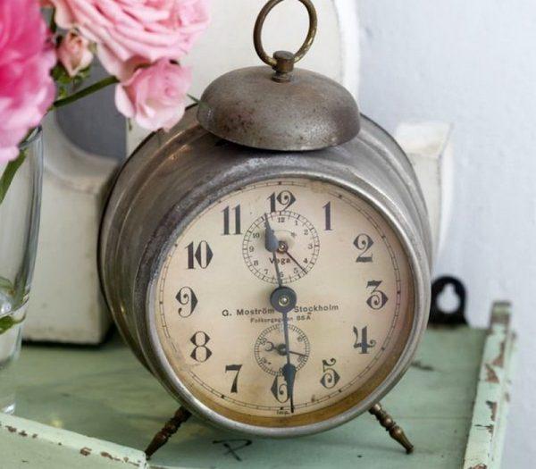 Сломанные часы в квартире
