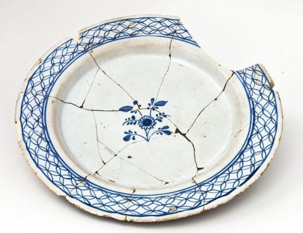 Выбросьте разбитую посуду