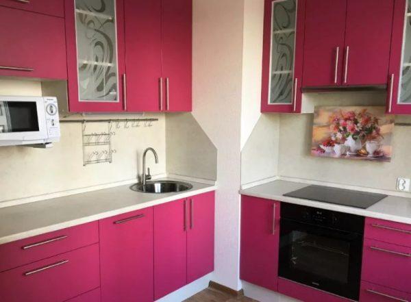 Кухонный гарнитур с вентиляционной шахтой