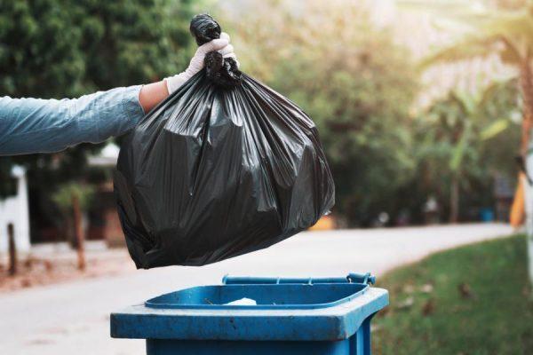 Засохший клей можно выбросить в мусорный контейнер