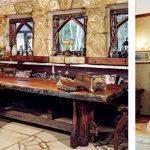 Стол и камин в рыцарском зале