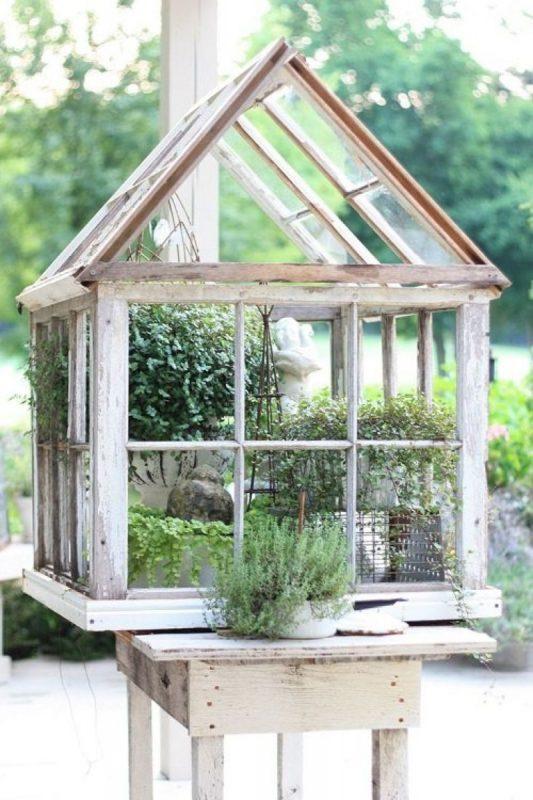 Садовый декор из старых оконных рам