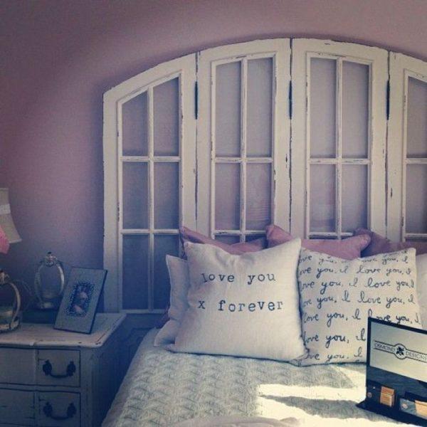 Изголовье кровати из оконной рамы