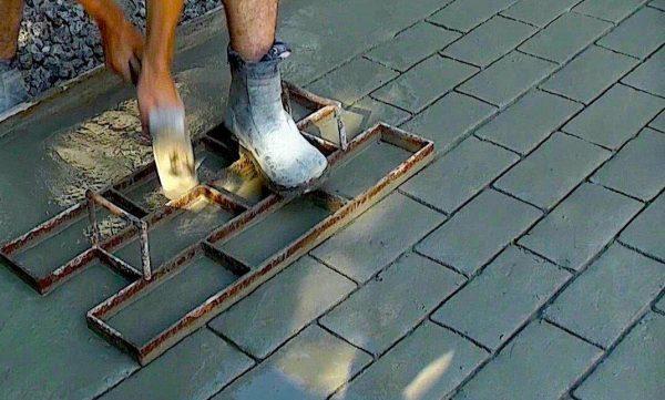 Формовка бетонной поверхности