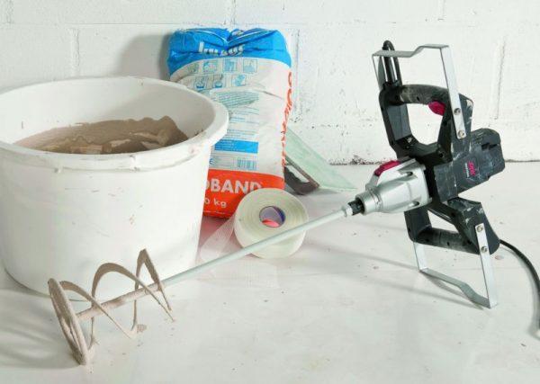 Электродрель для размешивания шпаклевки