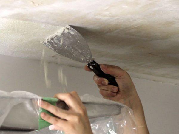 Удаление шпаклевки с потолка