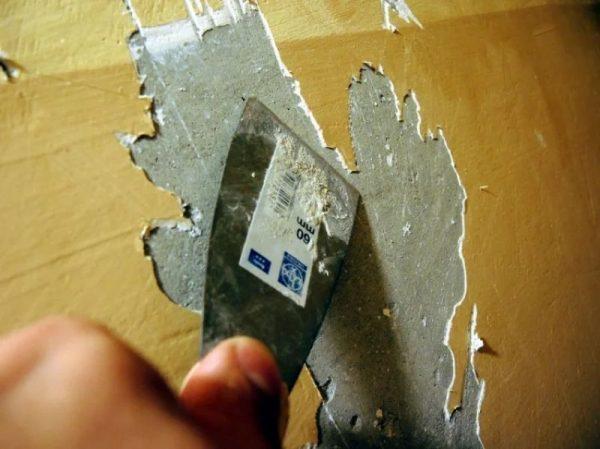 Удаление шпаклевки со стены