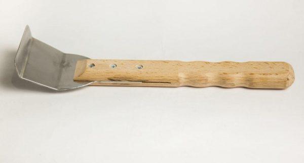 Лопатка с двумя гибами с деревянной ручкой
