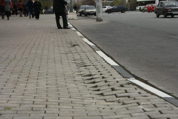 Просадка тротуарной плитки