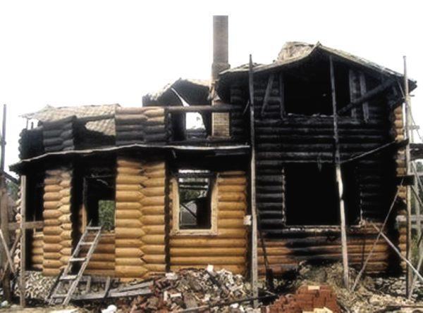 Сгоревший дом на Валдае