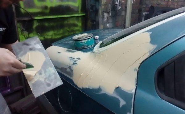 Зашпаклеванное крыло машины
