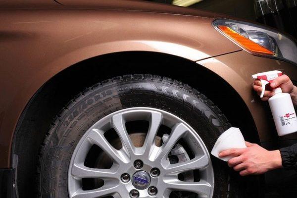 Чернитель шины на авто