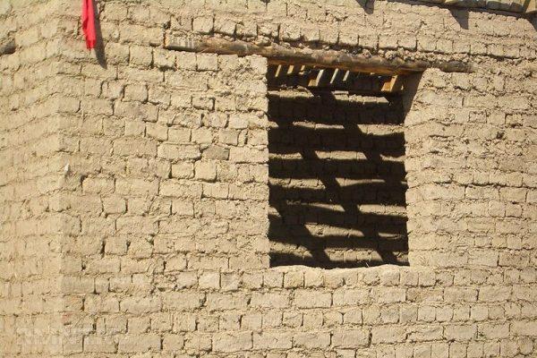 Стены из глиняных кирпичей