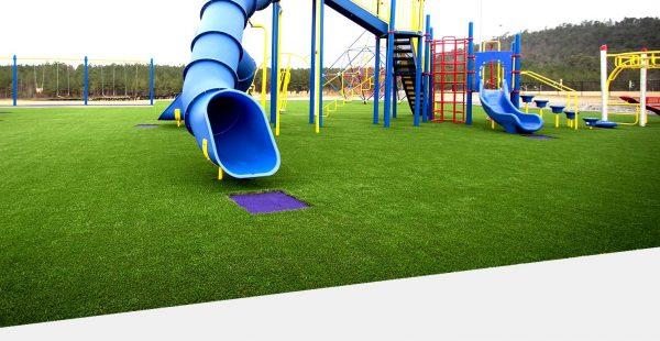 Искусственная трава на детской площадке