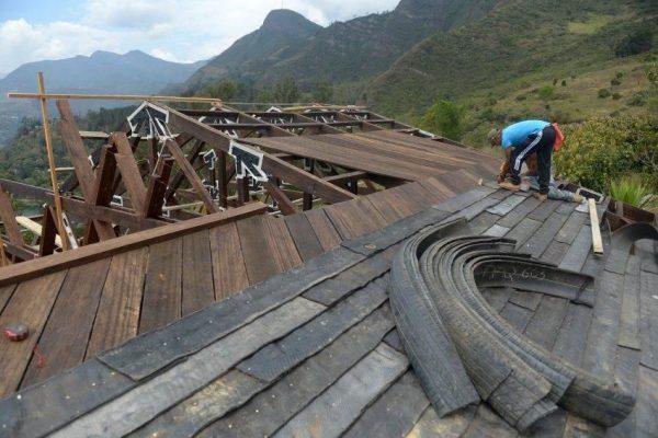 Крыша из автомобильных покрышек