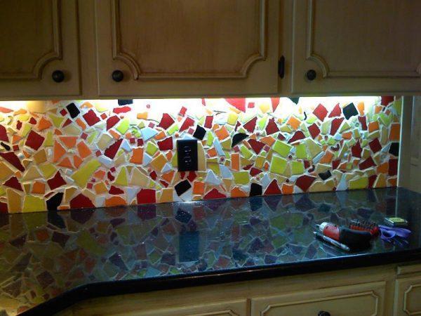 Кухонный фартук из битой плитки