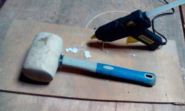 Резиновый молоток из клея