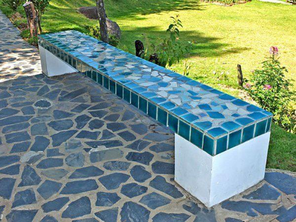 Мозаичная скамейка
