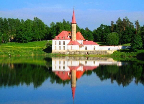 Приоратский замок в Гатчине