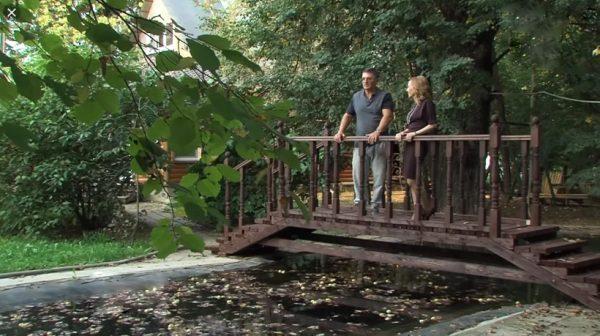 Загородный коттедж Александра Мясникова расположен в живописном месте