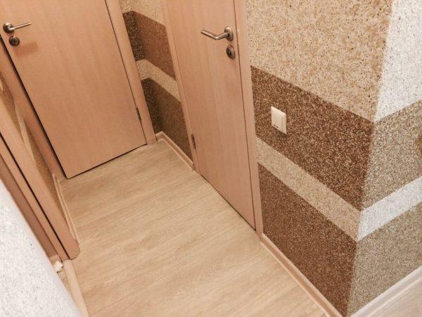 Мозаичная штукатурка в коридоре