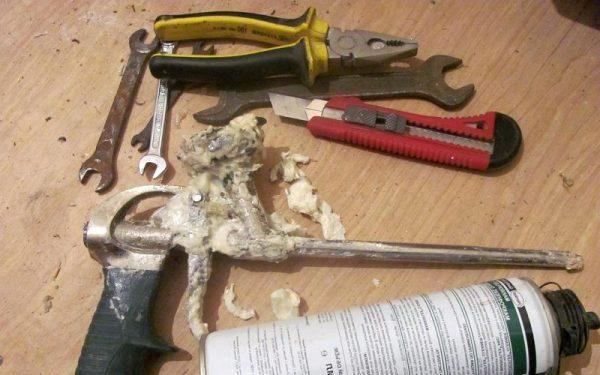 Инструменты для очистки пистолета от пены