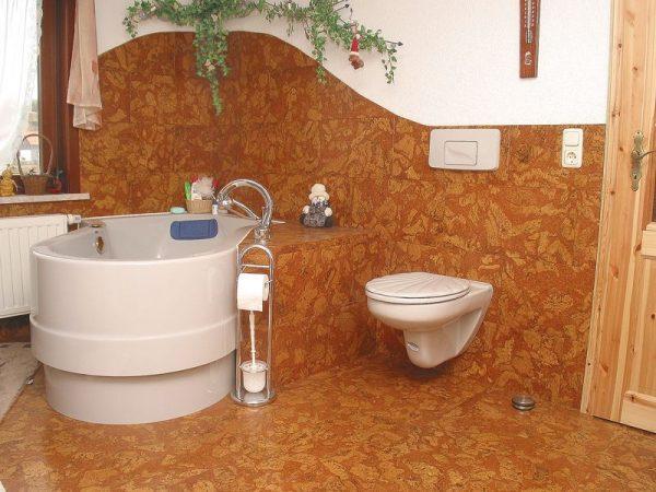 Линолеум на стене в ванной комнате