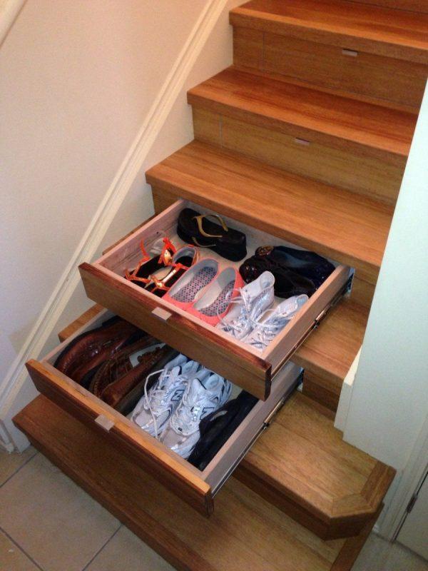 Лестничный проем для хранения обуви