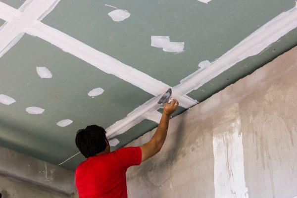 Шпаклевка гипсокартона на потолке