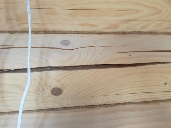 Трещины в деревянных домах