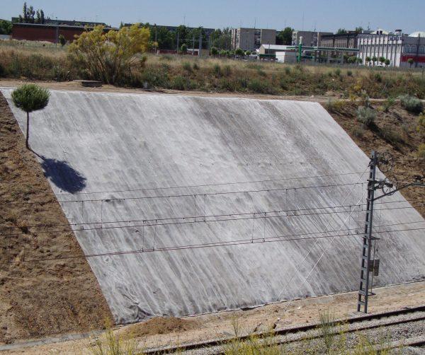 Укрепление насыпи бетонным холстом