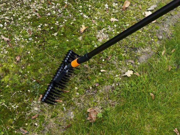 Грабли аэраторы для вычесывания газона