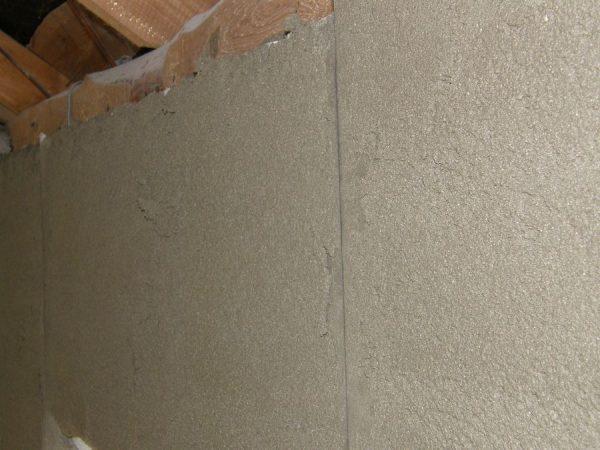 Перлитная штукатурка нанесенная на стену