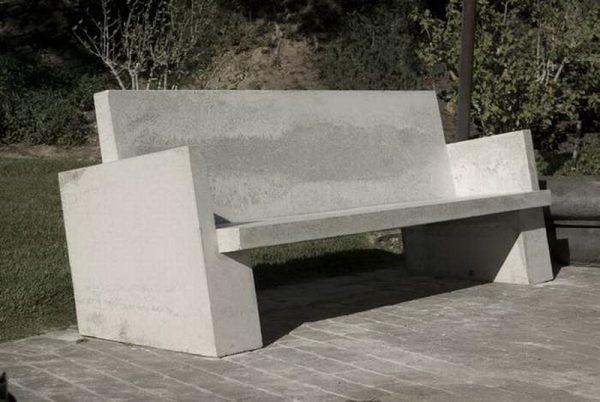 Скамейка из бетонных плит