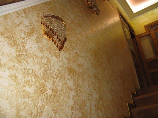 Стены отделанные декоративной штукатуркой