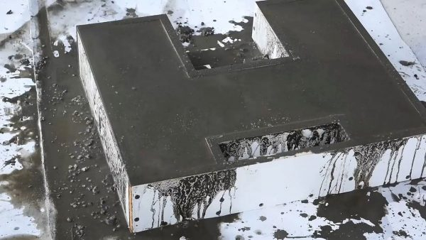 Заливка формы бетоном