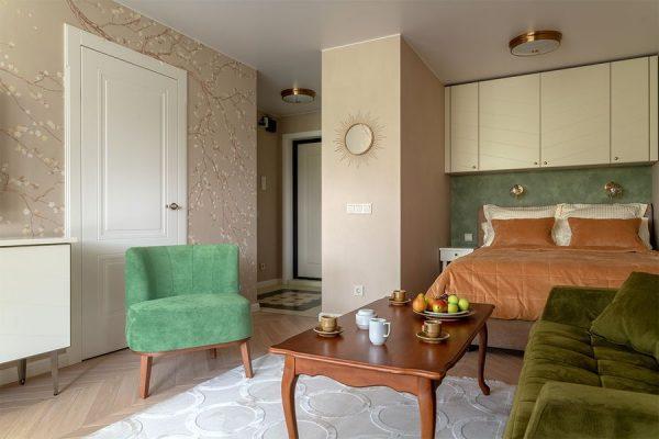 Кровать в гостиной актера Васильева
