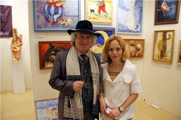 Изображение кошек на картинах в доме Куклачева
