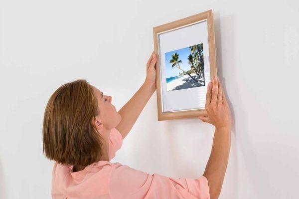 Крепление картины на стену