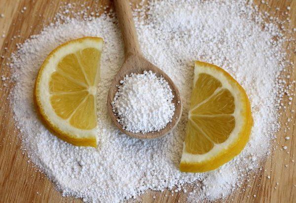 Лимонная кислота хорошо отбеливает разные поверхности