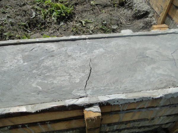 Усадочные трещины в фундаменте