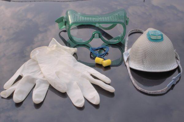 Защитная маска, очки и перчатки