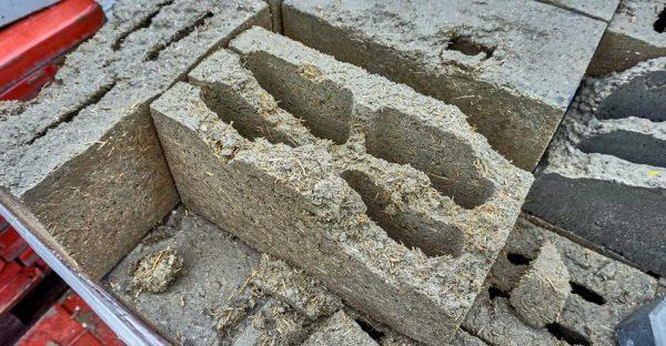 Блоки из опилок и бетона