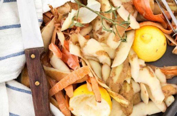 Картофельный очистки могу удалить накипь