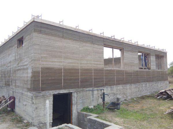 Одноэтажный дом из цемента и опилок