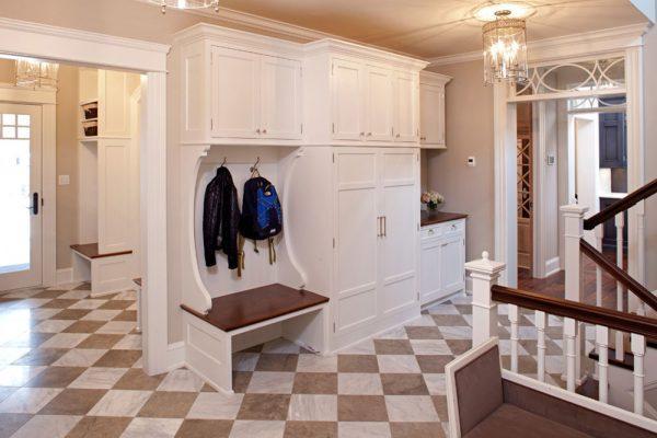 Открытый гардероб в холле